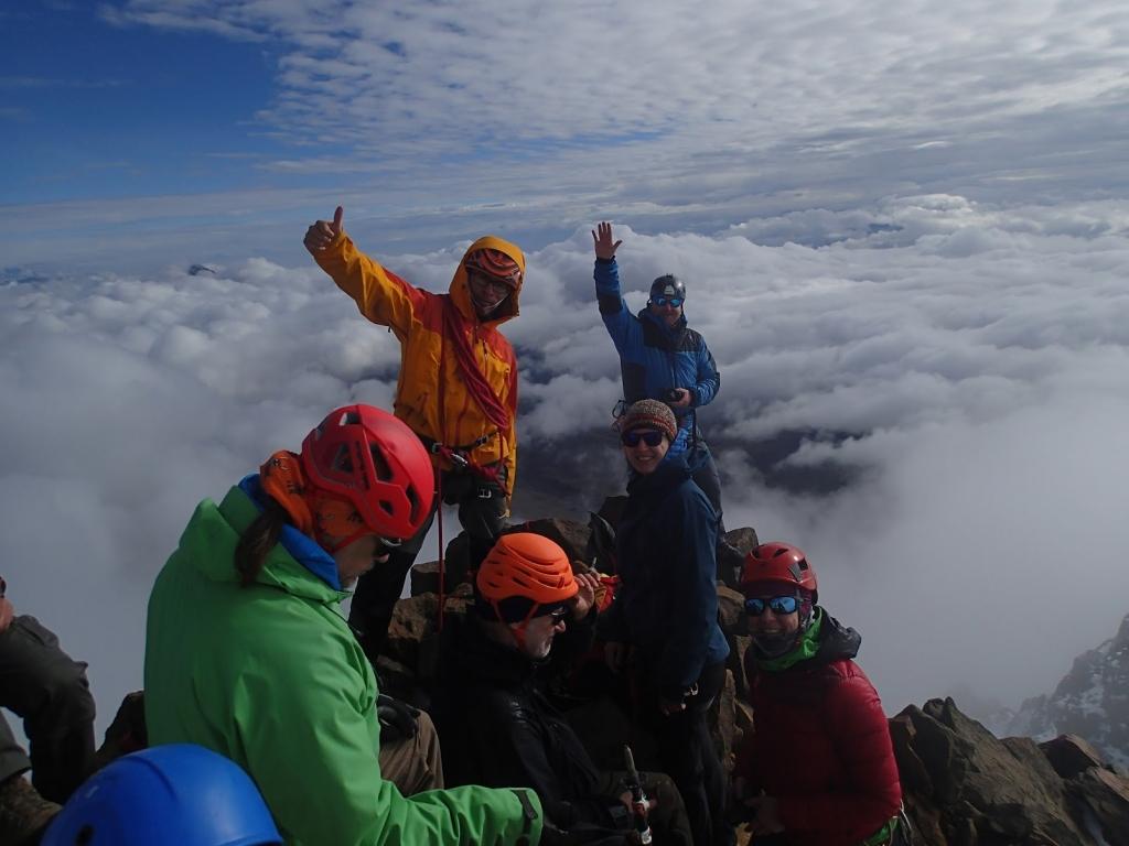 Billede af en gruppe bjergbestigere på toppen af Iliniza Norte