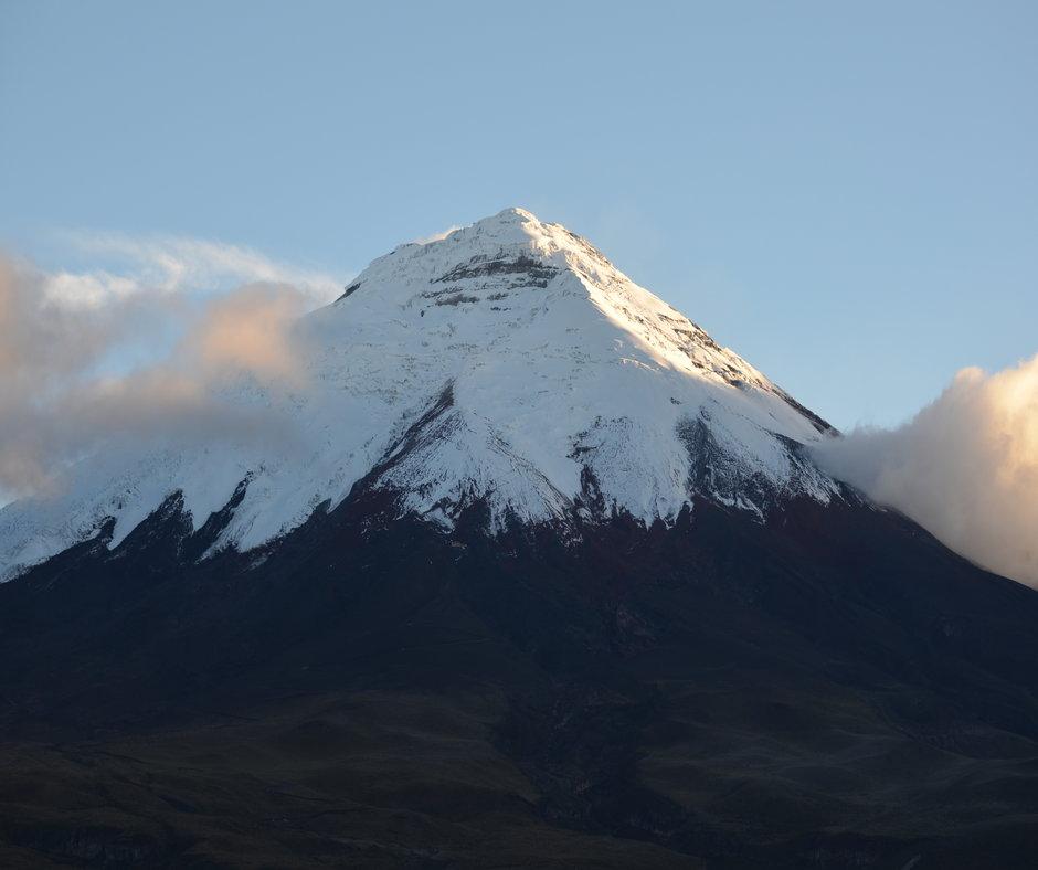 Billede af Cotopaxis snebeklædte bjergtop